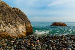 Skały i otoczak plaże fotografia stock