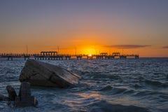 Skały i połowu molo przy zmierzchem - St Petersburg, Floryda Obraz Stock