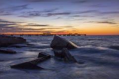 Skały i połowu molo przy zmierzchem - St Petersburg, Floryda Fotografia Stock