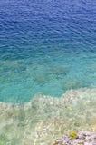 skały jasna woda obrazy royalty free