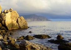 Skały na dennym wybrzeżu Zdjęcia Royalty Free