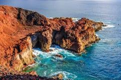 Skały na północnego zachodu wybrzeżu Tenerife blisko Punto Teno latarni morskiej Fotografia Royalty Free