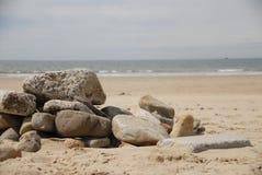 Skały na piasku przy plażą Obraz Royalty Free