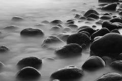 Skały na plaży obrazy stock