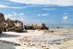 Skały na Seychelles wyspy plaży w oceanie indyjskim Fotografia Stock