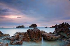 Skały przy plażą Obrazy Stock