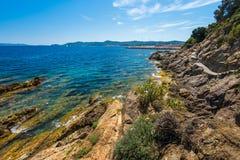 Skały przy plażą w Menerbes, Cote d ` Azur Zdjęcia Stock