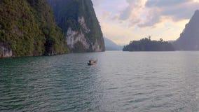Skały w Cheow Lan jeziorze zbiory