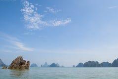 Skała w oceanie (Tajlandia) Obrazy Royalty Free