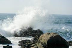 skały fale nad Obraz Royalty Free