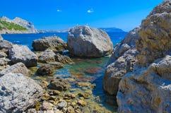 Skały, kamienie w morzu Fotografia Stock