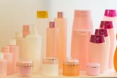 Skład z zbiornikami ciała piękna i opieki produkty Eco kosmetyki Zdjęcie Stock