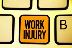 Skada för arbete för textteckenvisning Begreppsmässig fotoolycka i tangenten Intenti för apelsin för tangentbord för trauma för m royaltyfria foton