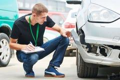 Skada för bil för inspelning för försäkringmedel på reklamationsform arkivbilder