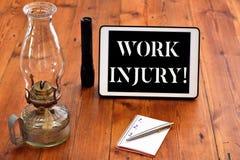 Skada f?r arbete f?r ordhandstiltext Affärsidé för olyckan som uppstod under och som resultat av att arbeta handstil fotografering för bildbyråer