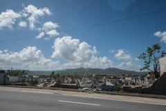 Skada till kyrkogårdväggar Caguas, Puerto Rico royaltyfria bilder
