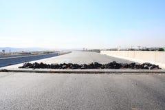 Skadad asfaltväg Fotografering för Bildbyråer