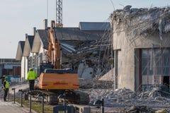 Skadad byggnad efter missad rivning av en silo arkivbilder