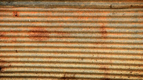 Skadad korrugerad bakgrund för metallyttersida Royaltyfri Bild