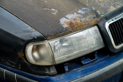 Skadad rostig bil Royaltyfri Fotografi