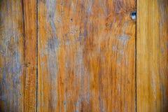 Skadad wood bakgrund Arkivfoton