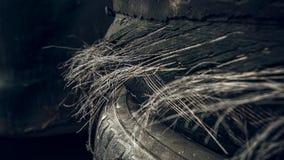 Skadade stålkabelgummihjul royaltyfria foton