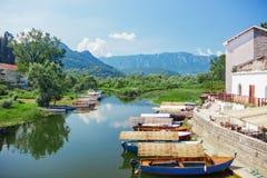 Skadar See mit Booten lizenzfreie stockfotos