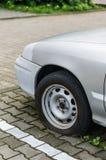 Skadat bilgummihjul Fotografering för Bildbyråer
