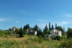 Skadat hus för krig i Bosnien från serbiska styrkor Arkivbild
