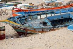 Skadat skepp på stranden Arkivbilder