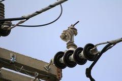 SkadeblixtArrester på elektriska Pole Royaltyfria Bilder
