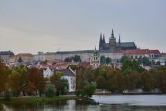 Skadlig sikt för Ð-¡ från bron i Prague Royaltyfri Fotografi