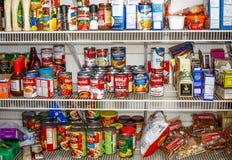 Skafferi mycket av mat Staples Arkivbild
