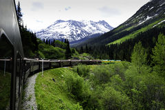 skagway阿拉斯加的通过培训白色 免版税图库摄影