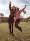 skakać dziewczyn Zdjęcia Royalty Free