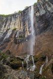 Skaklya vattenfall i Balkan berg, Bulgarien Arkivbild