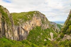 Skaklya vattenfall i Balkan berg, Bulgarien Arkivfoto