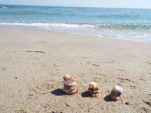 Skal för tre torn på stranden Arkivbilder