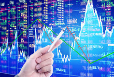 Skala auf Finanzdiagramm Lizenzfreies Stockbild