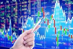 Skala auf Finanzdiagramm Stockbild