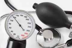 Skala av tryck och stetoskopet Arkivbilder