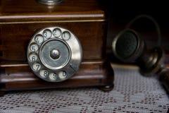Skala des altmodischen hölzernen Telefons Stockbild