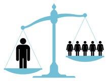 Skala, die einzelnen Mann gegen eine Frauengruppe wiegt stock abbildung
