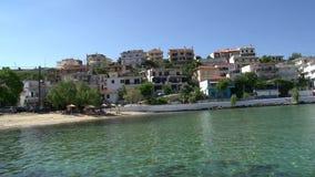 Skala Marion Thassos Grecia de la playa y del pueblo almacen de metraje de vídeo