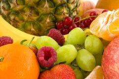 Skala mit Frucht für Diät Stockfotos