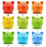 Skalaklassenenergiesparen-Leistungsfähigkeit von buntem Sparschwein Stockbild