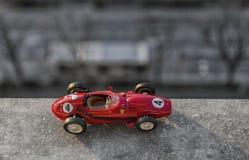 Skalamodell av den klassiska bilen Royaltyfri Bild