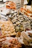 skaldjur för marknadspikeställe Arkivbild