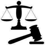 Skalen von Gerechtigkeit und von Hammer Lizenzfreie Stockfotos