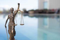 Skalen des Gerechtigkeitssymbols - legales Gesetzeskonzeptbild lizenzfreies stockbild